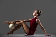 Allenamento di ginnastica con la palla Fotografia Stock Libera da Diritti