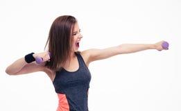 Allenamento di grido della donna con le teste di legno Fotografie Stock