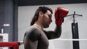 Allenamento di sport dei capelli di tocco di conversazione della passeggiata di resto del combattente archivi video