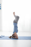 Allenamento di yoga Fotografie Stock