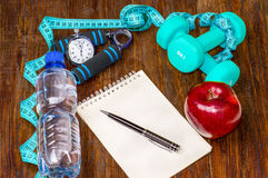 Allenamento e diario stante a dieta dello spazio della copia di forma fisica Stile di vita sano Fotografia Stock