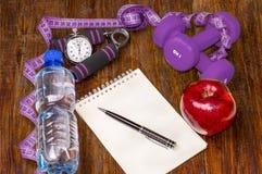 Allenamento e diario stante a dieta dello spazio della copia di forma fisica Stile di vita sano Fotografia Stock Libera da Diritti