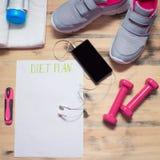 Allenamento e forma fisica che sono a dieta, concetto di progettazione di dieta di controllo Immagini Stock