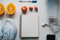 Allenamento e forma fisica, concetto di progettazione di dieta di controllo Immagini Stock