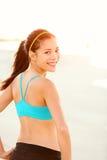Allenamento esterno della donna sportiva di forma fisica Fotografia Stock