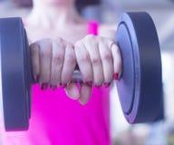 Allenamento femminile di forma fisica Fotografia Stock Libera da Diritti