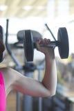 Allenamento femminile di forma fisica Fotografia Stock