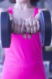 Allenamento femminile di forma fisica Fotografie Stock Libere da Diritti