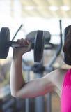 Allenamento femminile di forma fisica Immagini Stock Libere da Diritti