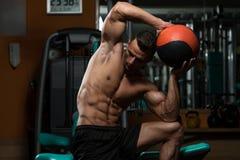 Allenamento medico della palla Fotografia Stock