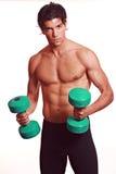 Allenamento muscolare atletico dell'uomo Fotografia Stock