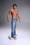 Allenamento muscolare dell'uomo Fotografie Stock