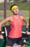 Allenamento professionale di forma fisica di In Outfit Having dell'atleta femminile Fotografie Stock