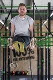 Allenamento relativo alla ginnastica degli anelli Fotografia Stock Libera da Diritti