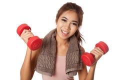 Allenamento sano asiatico della ragazza con la testa di legno Fotografia Stock Libera da Diritti