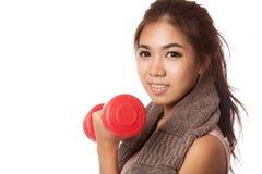 Allenamento sano asiatico della ragazza con la testa di legno Fotografie Stock