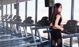 Allenamento sano di esercizio di giovane della donna stile di vita asiatico della ragazza Fotografia Stock