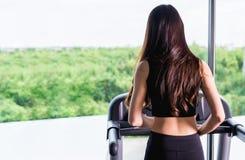 Allenamento sano di esercizio di stile di vita della giovane donna Fotografie Stock
