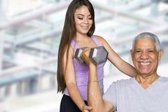 Allenamento senior di forma fisica con l'istruttore Fotografia Stock Libera da Diritti
