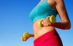 Allenamento sudato del corpo di forma fisica Immagini Stock