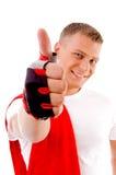 Allenamento - uomo con i pollici in su a ginnastica Immagine Stock