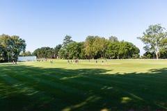 Allenatore Practice Field dei giocatori del cricket Immagine Stock Libera da Diritti