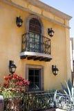 allende balkon zamknięte Kolonizatora De Francuzi San Miguel/świetle sceny typowy okno miejskiego Obrazy Royalty Free