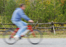 Aller à vélo images libres de droits