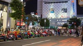 Aller-transporter en charrette à Tokyo images libres de droits