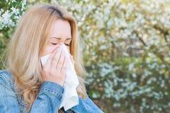 Allergi vår, kvinna Arkivbilder