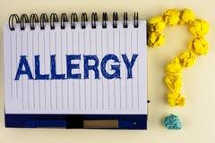 Allergia del testo di scrittura di parola Il concetto di affari per i danni nell'immunità dovuto ipersensibilità la ottiene diagn Fotografia Stock