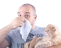 Allergia e gatto del giovane Fotografie Stock Libere da Diritti