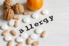 Allergie alimentari di concetto su fondo di legno Fotografia Stock Libera da Diritti