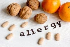 Allergie alimentari di concetto su fondo di legno Fotografia Stock