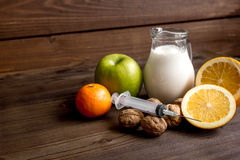 Allergie alimentari di concetto su fondo di legno Fotografie Stock Libere da Diritti