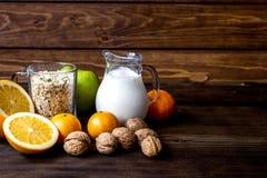 Allergie alimentari di concetto su fondo di legno Fotografie Stock