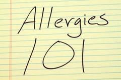 Allergie 101 su un blocco note giallo Immagine Stock