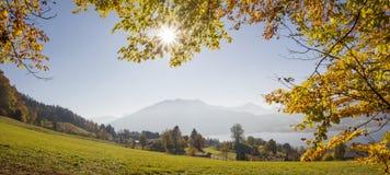 Allerta al tegernsee dal pendio di collina, Baviera del lago Fotografie Stock