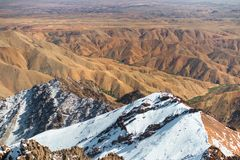 Allerta da Jebel Toubkal, più alta montagna dell'Africa Fotografie Stock Libere da Diritti