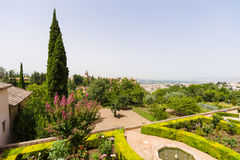 Allerta dal Generalife al palazzo di Alhambra ed alla vista della t Fotografia Stock Libera da Diritti