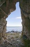 Allerta dalla caverna della spiaggia Fotografie Stock