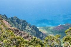 Allerta del ` u O Kila dell'unità di elaborazione sopra la valle di Kalalau in Kauai, Hawai Fotografia Stock Libera da Diritti