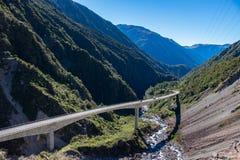 Allerta del viadotto di Otira, parco nazionale del passaggio del ` s di Arthur, Nuova Zelanda Immagini Stock