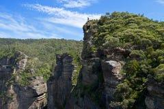 Allerta della roccia del quadro di comando in montagne blu Immagine Stock