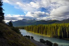 Allerta della strada panoramica della valle dell'arco, canadese Montagne Rocciose Immagine Stock Libera da Diritti
