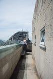 Allerta e Sydney Harbour Bridge del pilone Fotografie Stock