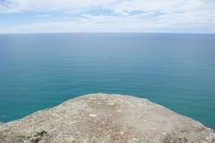 Allerta panoramica sopra l'oceano al bordo della piattaforma Fotografia Stock Libera da Diritti