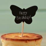 Alles Gute zum Geburtstag des Kuchens und des Textes Lizenzfreie Stockbilder