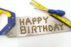 Alles Gute zum Geburtstag geschrieben in Nägel auf eine Säge Lizenzfreie Stockfotos