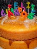 Alles- Gute zum Geburtstagfeier-Kuchen auf spanisch stockfotografie